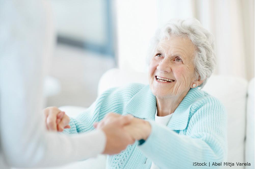 Demente Dame in Pflege